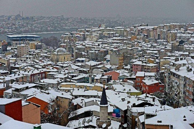 İstanbul 2016'ya Bembeyaz Girdi
