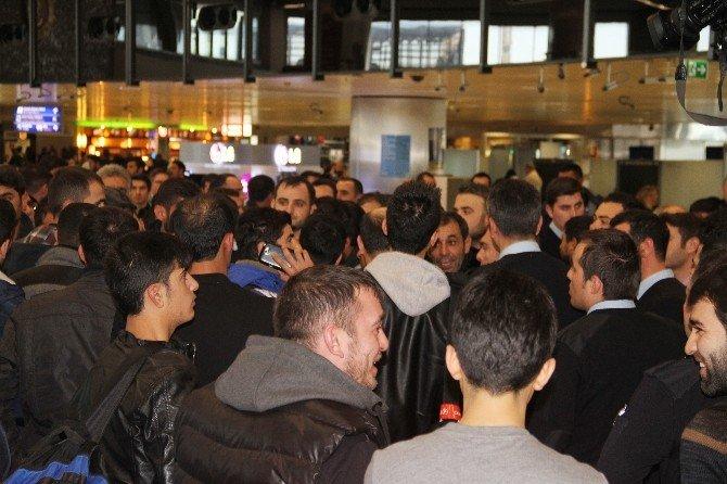 Atatürk Havalimanı'nda Yolcular Çalışanlara Saldırdı