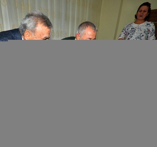 Başkan Kocaoğlu, yılbaşı gecesinde şehit ailesine konuk oldu