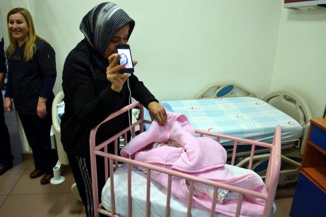 Kahramanmaraş'ın ilk bebeği, halasıyla görüntülü telefon bağlantısı yaptı