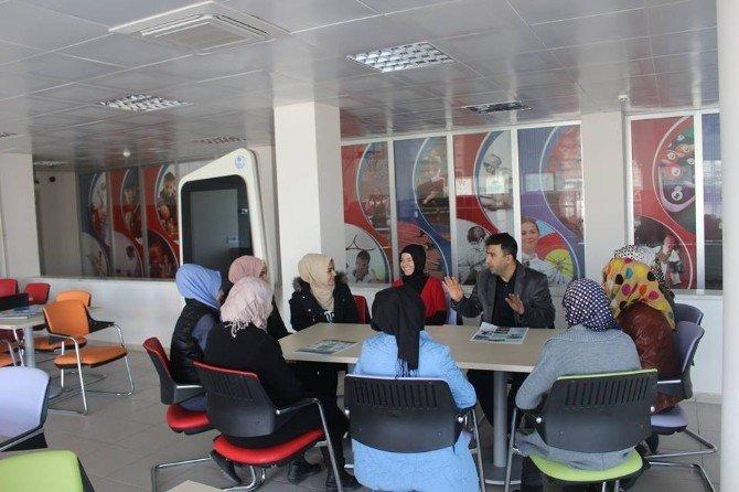 Karaman'da Gençlik Merkezi'nden Türkçe Dersleri