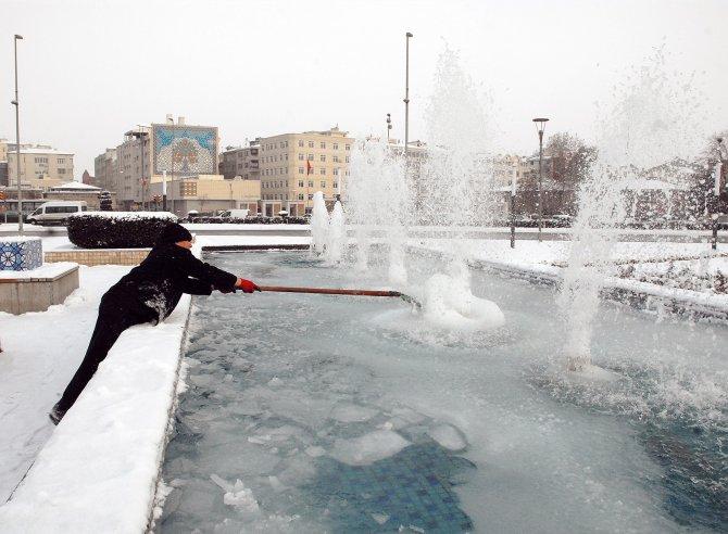 Kayseri'de hava sıcaklığı eksi 14 dereceye kadar düştü