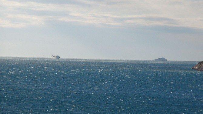 Bin 400 Yolcu Yeni Yıla Denizde Mahsur Kalarak Girdi