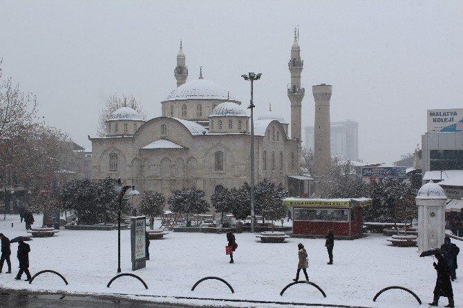 Malatyalılar Yeni Yıla Beyaz Örtüyle Uyandı