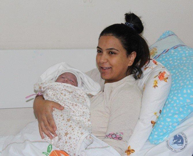 Malatya'da 2016 Yılının İlk Bebeği Elif Asel İsimli Kız Çocuğu Oldu