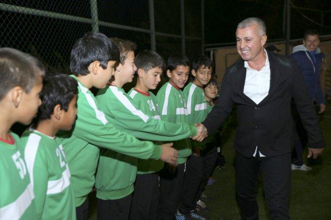 Manavgat Belediyesi 250 gence futbol malzemesi yardımı yaptı