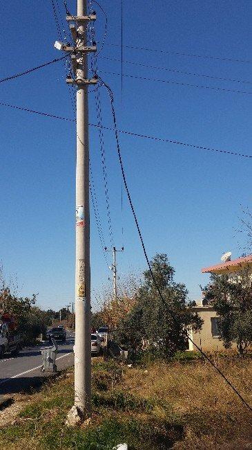 Kopan Elektrik Kablosu Mahalleliyi Sokağa Döktü, Korku Dolu Anlar Yaşattı