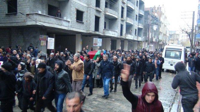 PKK üyesinin cenaze yürüyüşünde olay çıktı
