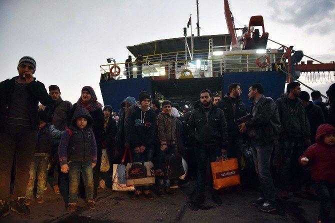 Akdeniz'de Mahsur Kalan Yolcular Mersin Limanı'nda