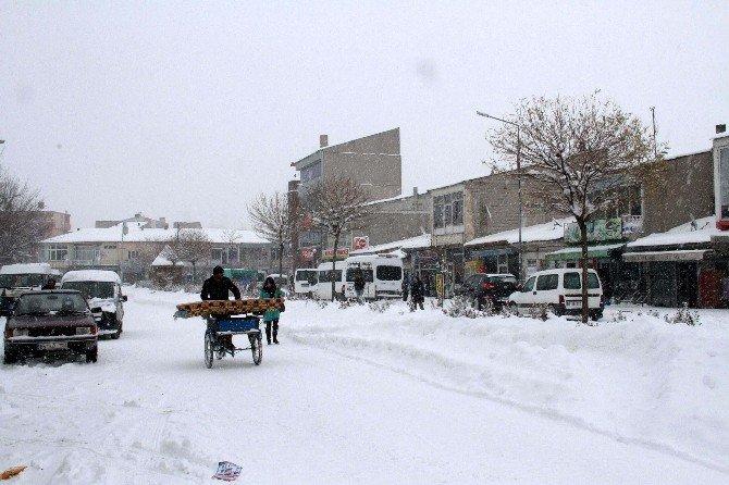 Muradiye'de Kar Esareti