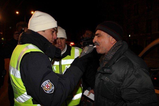 Sivas'ta Yeni Yıla İşçiler Çalışarak, Öğrenciler Eğlenerek Girdi