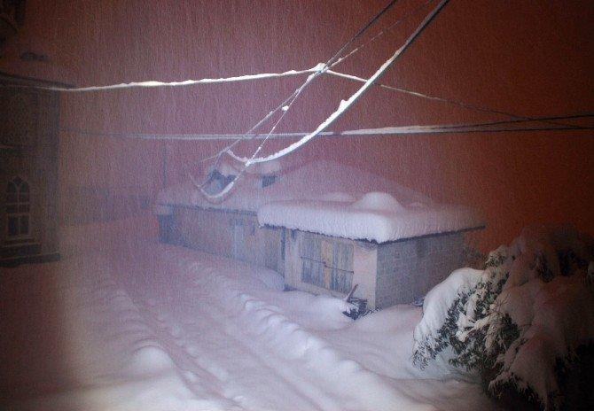 Rize'de Kar Yağışı Etkili Oluyor