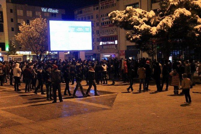 Samsun'da Mülteciler Yılbaşını Meydanda Kutladı