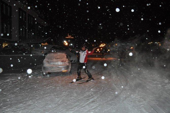 Yeni Yıla Kar Üstünde Dansöz Oynatarak Girdiler