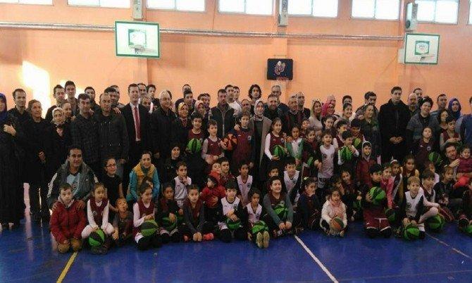 Kırcı'dan Spor Salonuna Destek