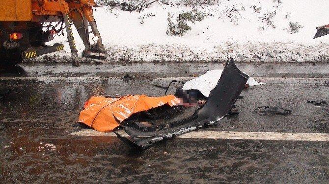 Karayolları'na Bağlı Kar Temizlik Çalışanlarına Araç Çarptı : 3 Ölü