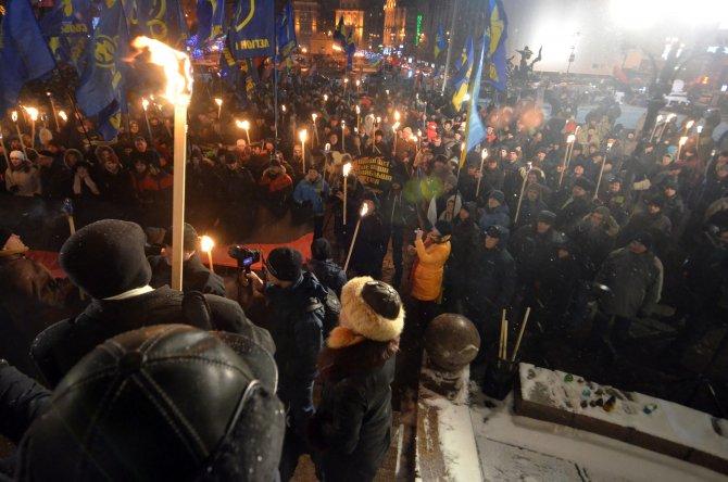 Ukrayna'da yeni yılın ilk gününde ulusalcılar sokaklara döküldü