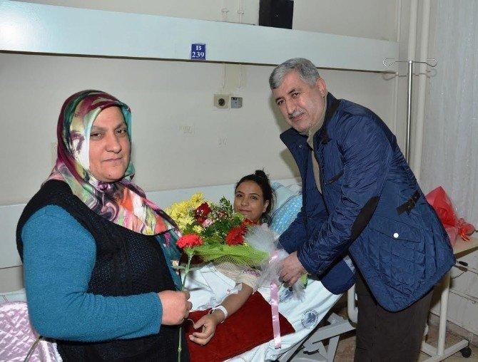 Başkan Hacı Uğur Polat, Yeni Yılın İlk Bebeklerini Ziyaret Etti