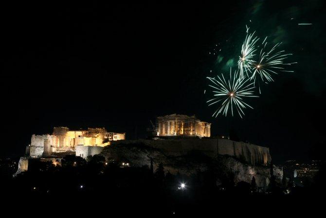 Yunanistan 2016'ya havai fişek gösterisiyle girdi