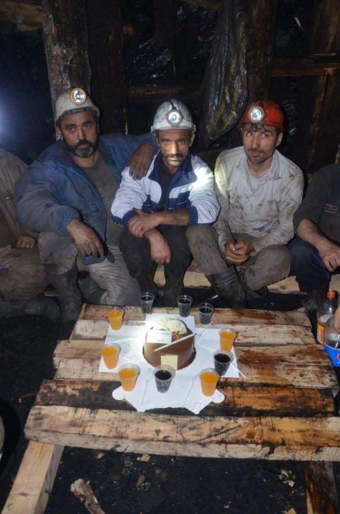 Madenciler yeni yıla yerin yüzlerce metre altında girdi