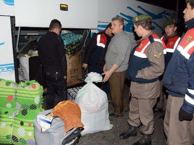 Otobüsün Yatak Bölümünden 7 Bin Paket Kaçak Sigara Çıktı