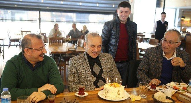 Gazetecilerden Başkana Doğum Günü Sürprizi