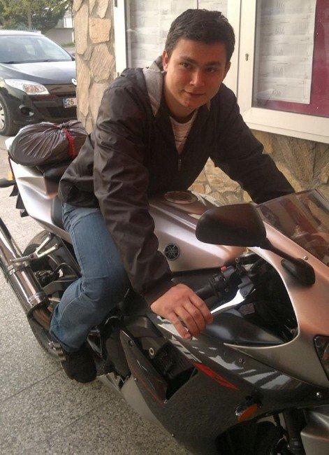 Yolda Yürürken Aracın Çarptığı Genç Öldü