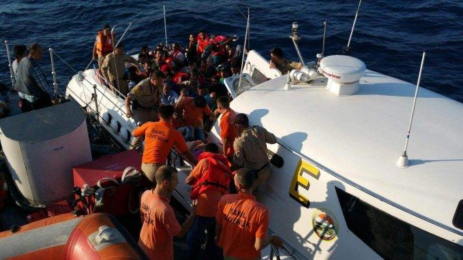 14 yaşında kaçak teknesinin dümeninde yakalandı