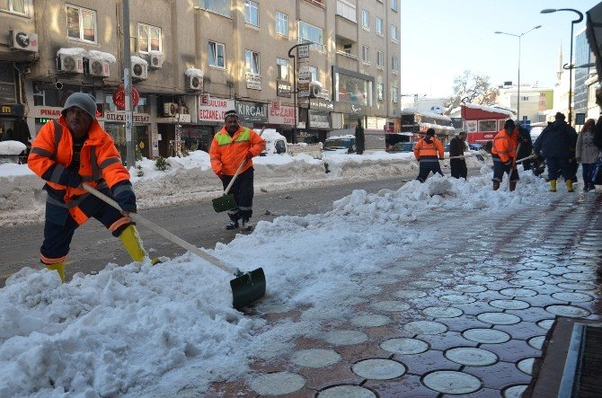 Bafra'da Karla Mücadele Çalışmaları Sürüyor
