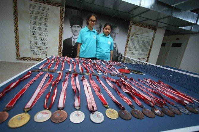 Abla-kardeş Her Turnuvadan Madalya İle Dönüyor