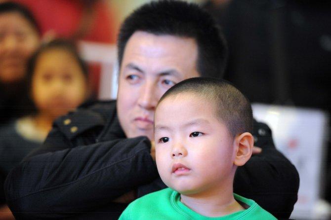 Çin'deki tek çocuk politikası resmen sona erdi