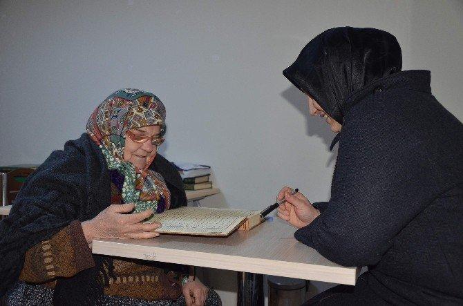 67 Yaşında Kuran-ı Kerim Öğrendi