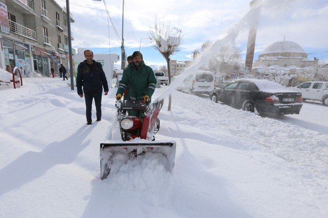 Kaldırımlar İçin Mini Kar Küreme Araçları Alındı