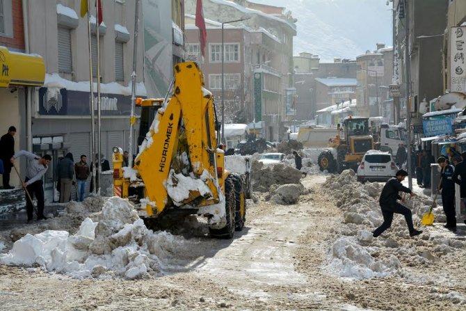 Hakkari Belediyesi karla mücadeleye başladı