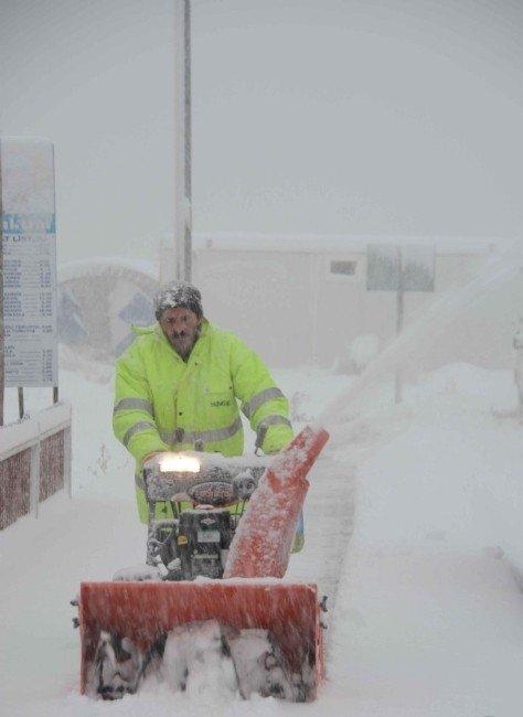 İnebolu'da Kar Temizleme Çalışmaları Aralıksız Devam Ediyor
