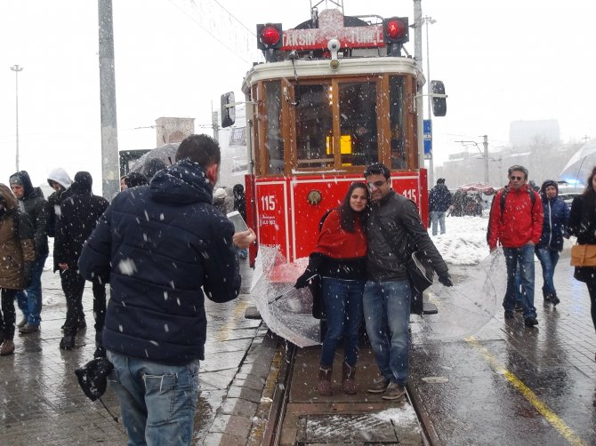 İstanbul'da kar yağışı yeniden etkili oldu