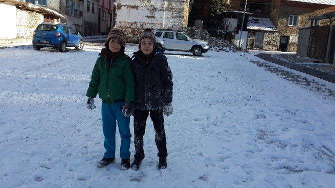 2 Bin 157 Rakımlı Bozdağ Karla Kaplandı