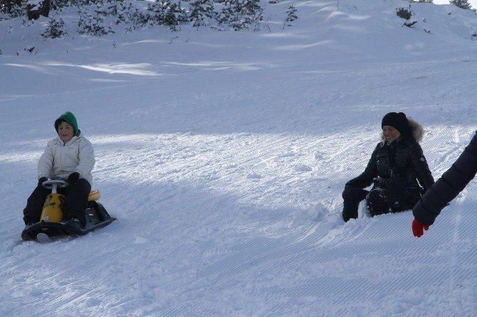 Kayak Severler Sarıkamış Cıbıltepe Kayak Tesislerine Akın Etti
