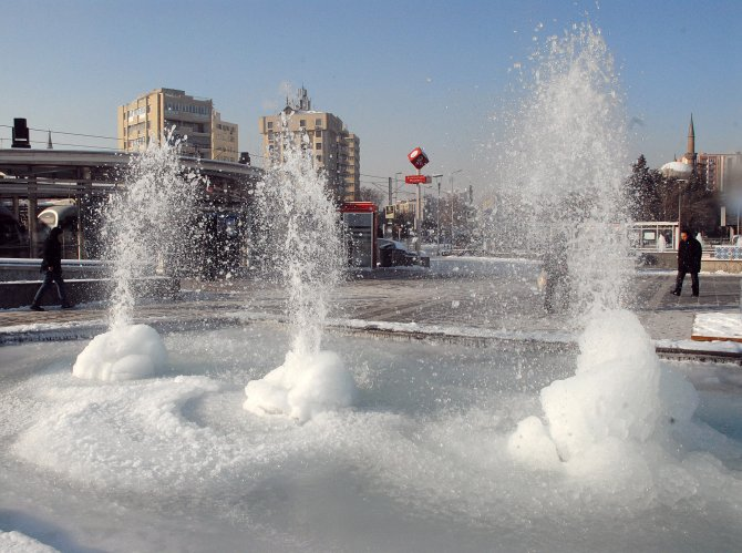 Kayseri en soğuk geceyi yaşadı; termometreler eksi 17'yi gösterdi