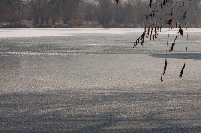 Kayseri Şeker Gölü Soğuktan Buz Tuttu