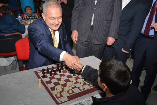 Satranç turnuvası Başkan Kara'nın hamlesi ile başladı