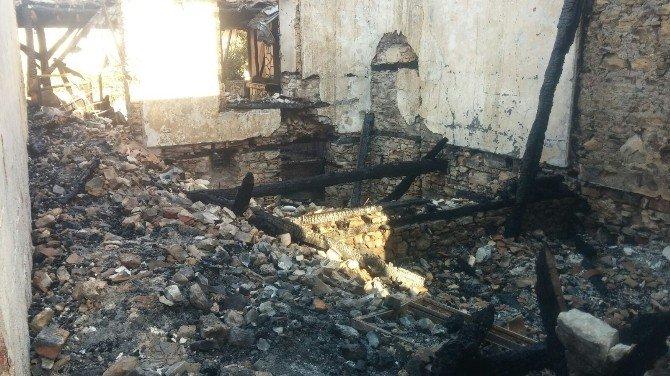 Kuşadası'nda Tarihi Ev Yangınının Faturası Ağır