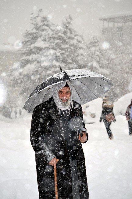 Muş'ta Kar Yağışı Hayatı Durma Noktasına Getirdi