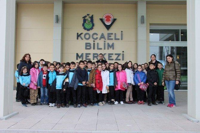 Spor Okulu Öğrencileri Bilim Merkezi'ni Gezdi