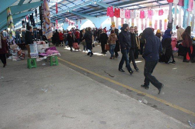 İstanbul'da Yağan Kar, Edirne'de Pazarı Vurdu