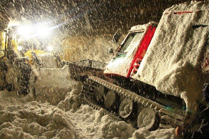 Hasta Kurtarmaya Giden Ambulans Mahsur Kaldı