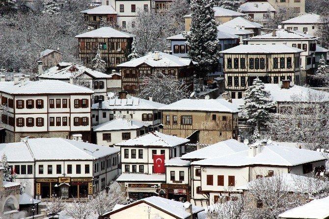 Safranbolu'da Kar Bir Başka Güzel
