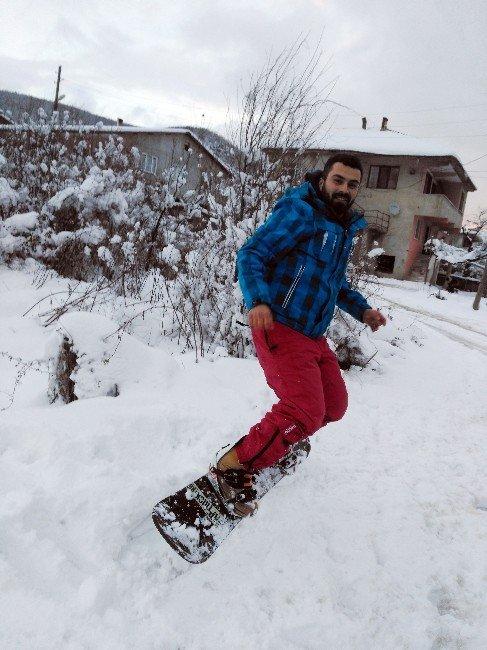 Sakarya'da Sokakta Snowboard Yaptı