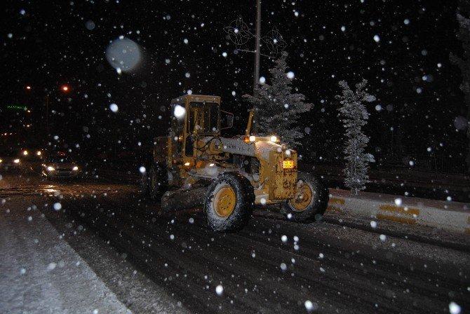 Şanlıurfa Büyükşehir Belediyesi, Kar Mesaisini Sürdürüyor