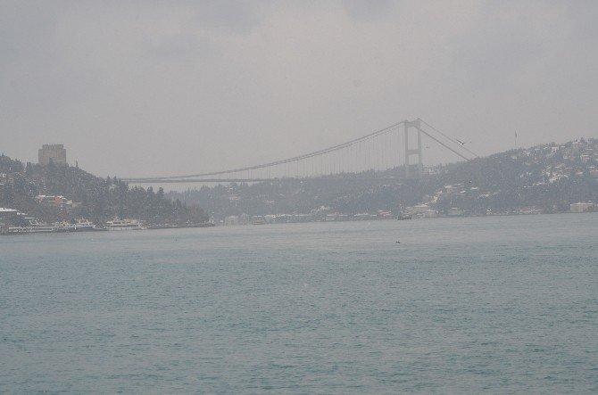 İstanbul Boğazı, Sis Nedeniyle Gemi Trafiğine Kapatıldı